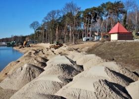 Prace przy budowie nowej plaży