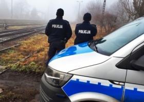 Policjanci ze Wschowy i Rawicza uratowali mężczyznę, który chciał rzucić się pod pociąg